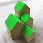 huisje massief hout ca 7 x 7 x 14cm hoog groen