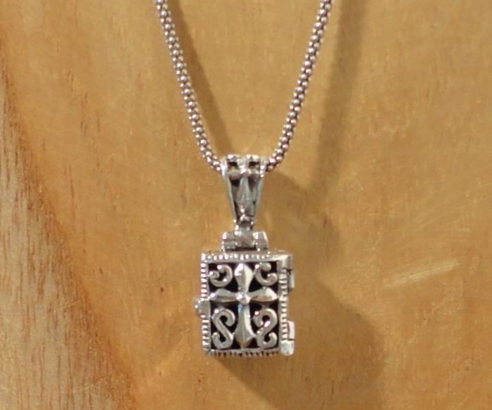 Keepsake locket treasure chest