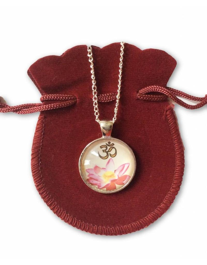 Tibetan Buddhist Art ketting Lotus Ohm wit