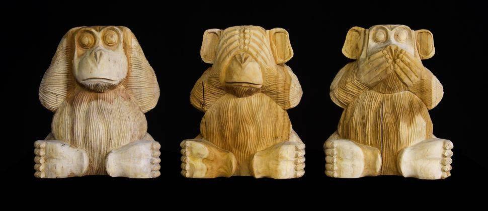 Handgeschöpftes Holz schnitzen