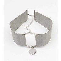 Choker suedine met ring grijs