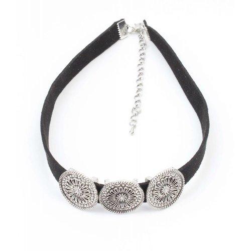 Schwarzes Halsband mit drei Metall-Münzen