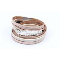 Armband Leder mit rosa Feder wickeln