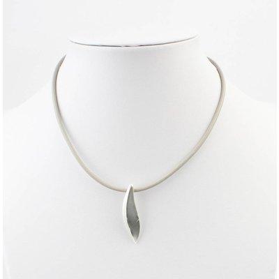 Kurze Leder Halskette mit Metal Drop grau