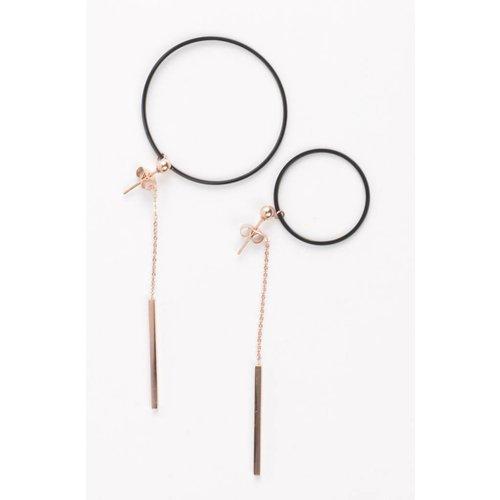 Oorbel klein/grote ring zwart/rosé