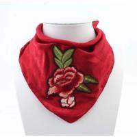 "Sjaal ""Roos"" geborduurd rood"