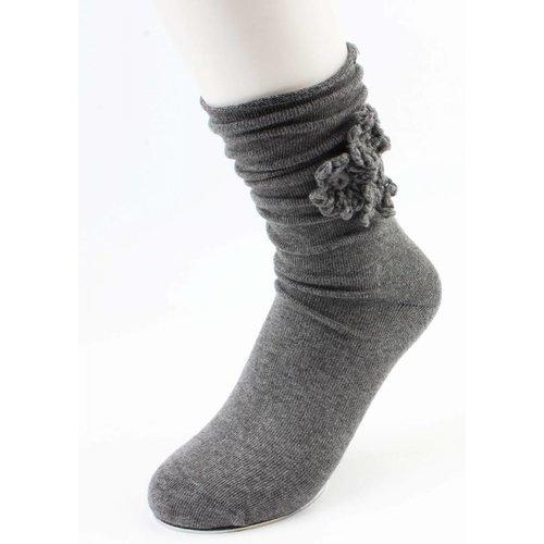 "Socken ""Häkelblume"" grau"