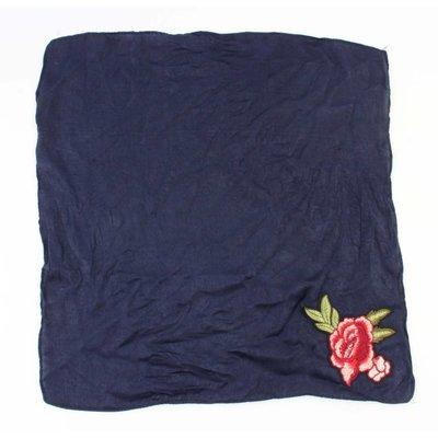 """Sjaal """"Roos"""" geborduurd blauw"""