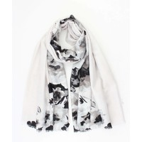 "Scarf ""Misty flower"" grey"