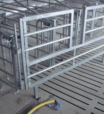 Uitschuifbare hekken met doorstap 2.40 m – 2.80 m