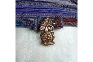 "Catherine Michiels Charm ""Homer"", Bronze, silk cord"