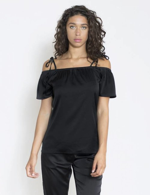 Jacky Luxury Off-shoulder top