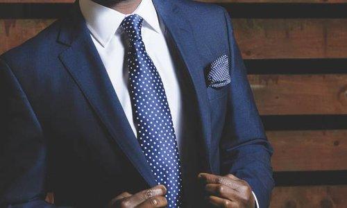 Maak niet deze fouten wanneer je een pak draagt!