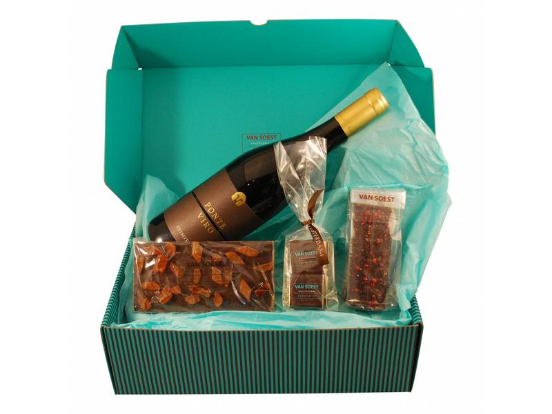 CHOCOLATE CHRISTMAS BOX WITH BOTTLE OF PONTE VIRO DARK CHOCOLATE