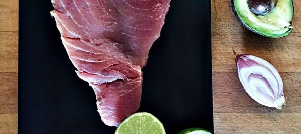 Bijna Kerst... de Amuse - Grof gesneden tonijn met mousse van avocado
