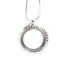 Floating locket Zilveren memory locket rond large strass met snake ketting