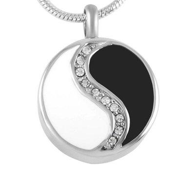 Assieraden Assieraad Ashanger Yin Yang met crystals zilver inclusief ketting