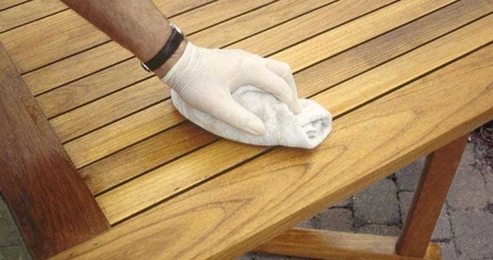 Houten Tafel Behandelen : Tuintafel schoonmaken opbergen en onderhouden fraai buiten