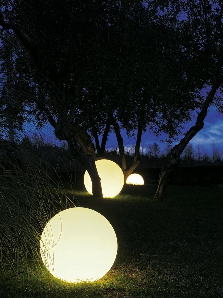 Verlichte bollen voor in de tuin