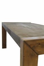 Esszimmertisch in Betonoptik mit Massivholzbeinen