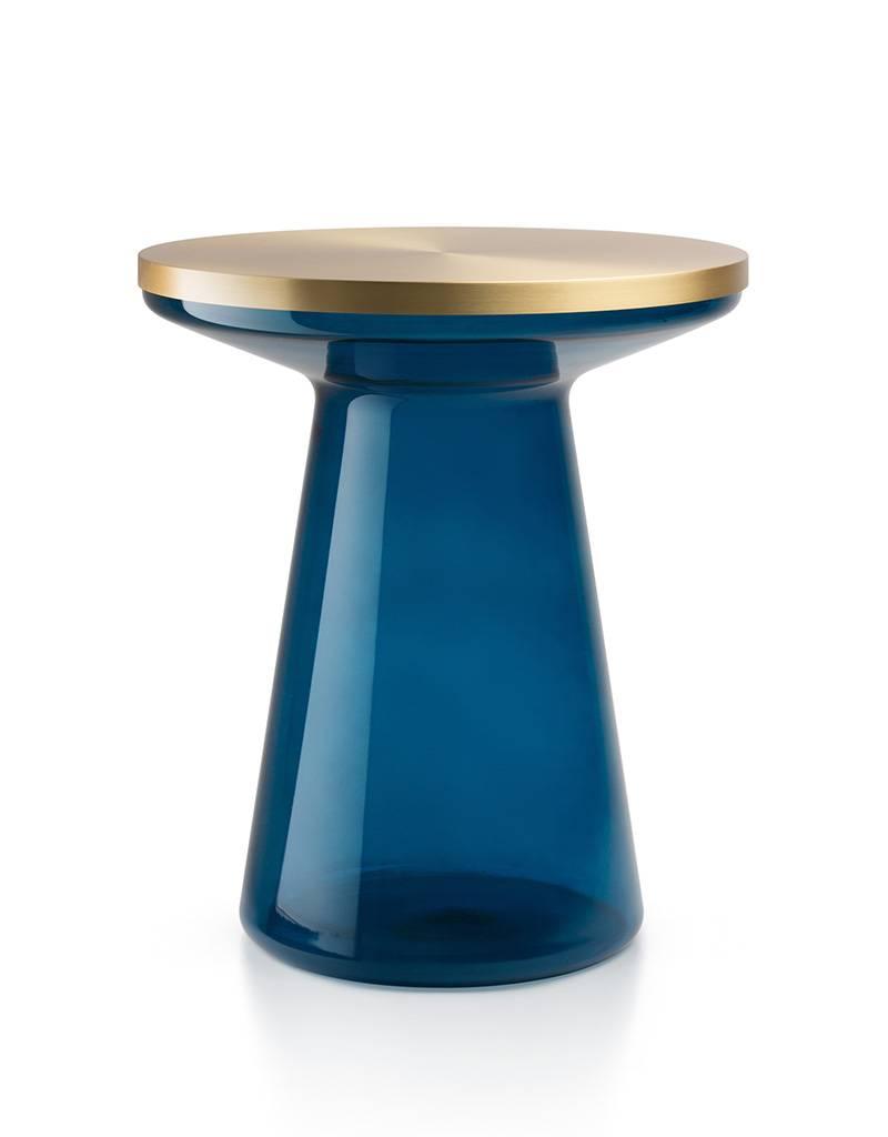 FIGURE - blau