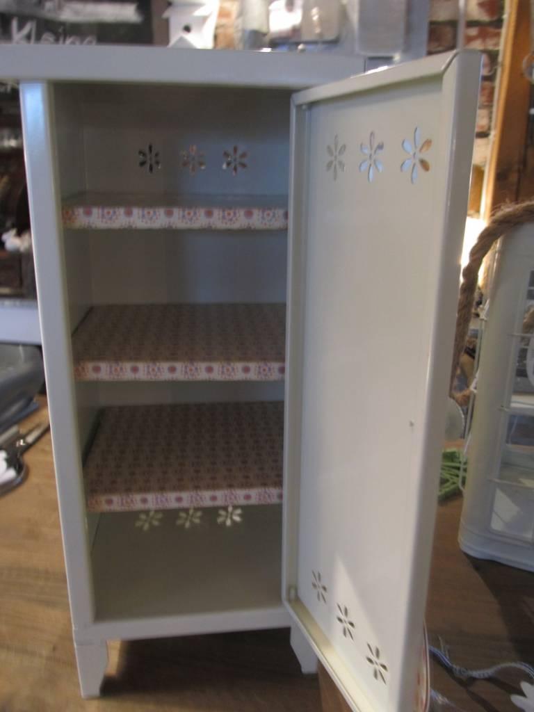 metal cabinet mit 4 f chern von maileg das kleine. Black Bedroom Furniture Sets. Home Design Ideas