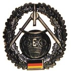 MFH BW Barettabzeichen, Topographie, Metall