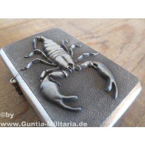 Feuerzeug mit Skorpionmotiv