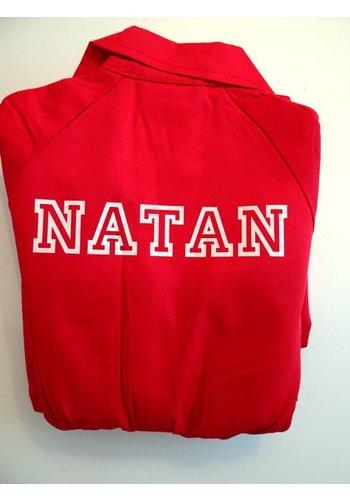 Bedrukte rode overall met tekst of naam