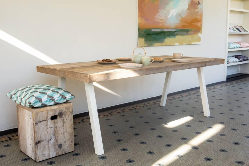 39 arendal 39 industri le tafel steigerhout schuine poot staal nordic living. Black Bedroom Furniture Sets. Home Design Ideas