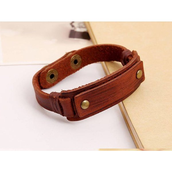 Rugged leather wristband for men in het