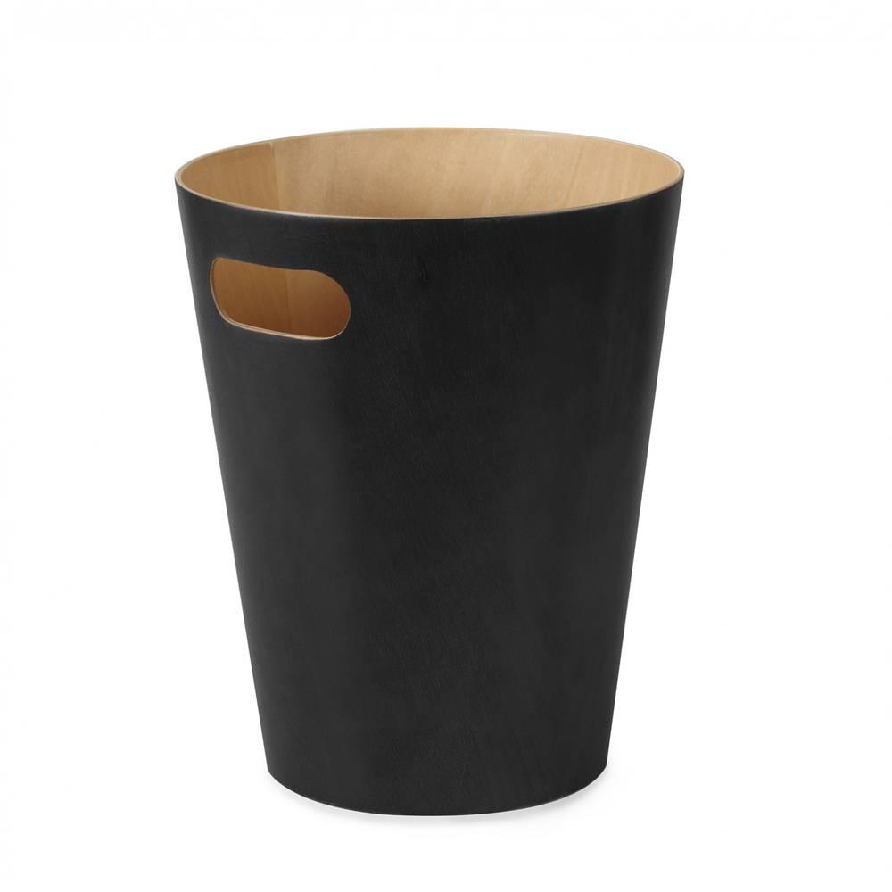 Houten prullenbak met een zwarte buitenzijde. De houten prullenbak ...