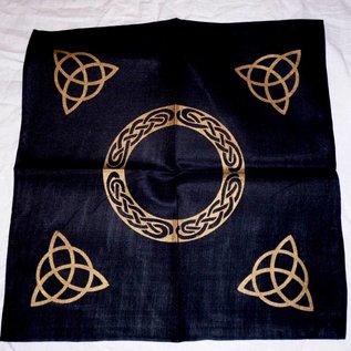 Keltisch Altartuch mit Triquetta und keltischen Mustern (in Weiß, Rot, Blau, Gelb, Grün und Violett mit schwarzer Triquetta oder schwarzes Tuch mit goldener Triquetta)