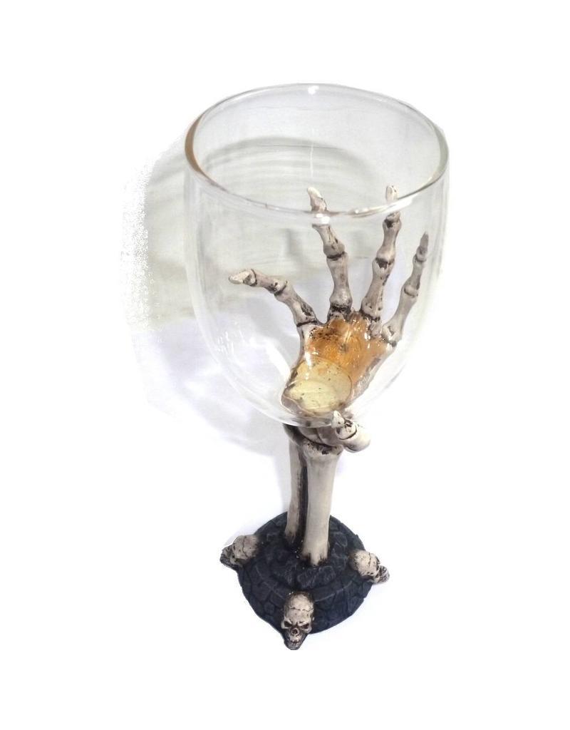 Glaskelch mit Knochenhand