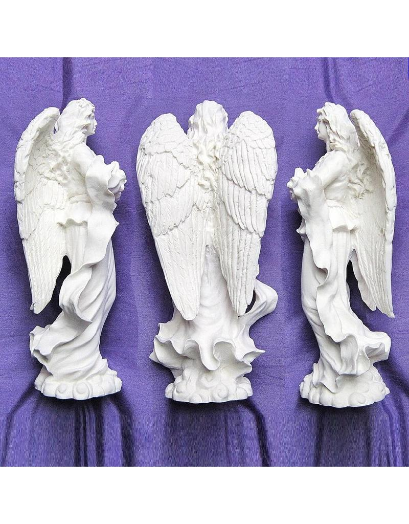 betender Engel aus Alabasterguss, stehend