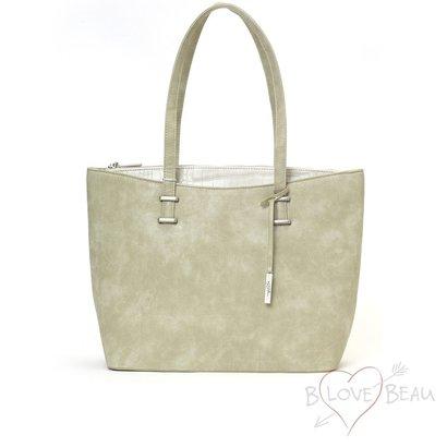 B LOVE BEAU TASSEN Einkaufstasche Modell B Beau Love Light mit einem Akzent aus Krokodildruckkunstleder bei der Eröffnung.