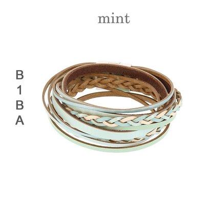 BIBA ARMBANDEN Imitatieleren gevlochten armband van Biba met magneetsluiting.