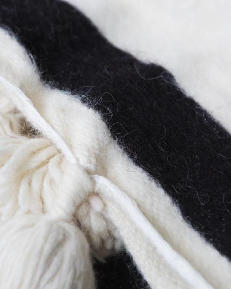 PRE-ORDER Handgemaakte Berber pompom deken L