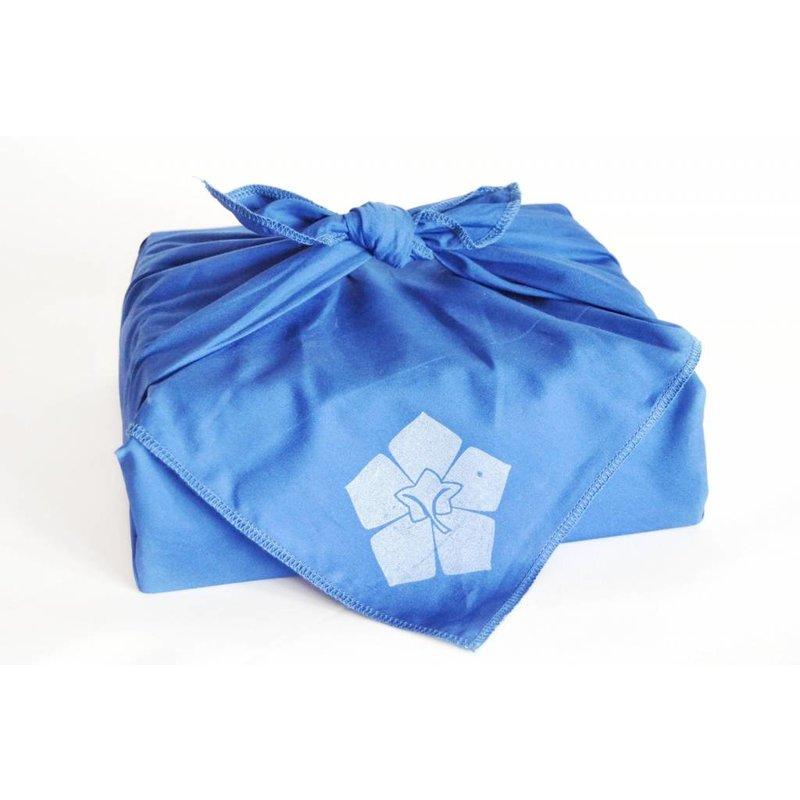 Inpakken in een furoshiki, een Japanse knoopdoek.