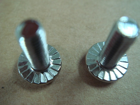 MakerBeam OLD: bolts with serrated head