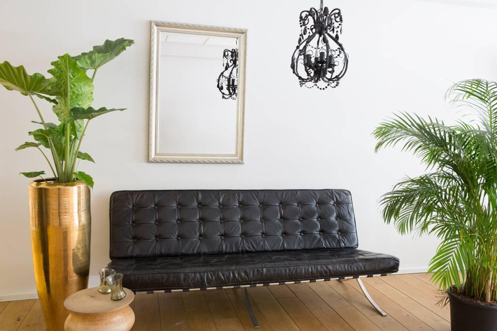 spiegel mit wei em silbernem rahmen. Black Bedroom Furniture Sets. Home Design Ideas