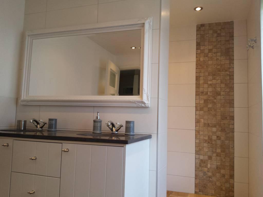 Spiegel Schräg Aufhängen naples spiegel mit weißem rahmen kunstspiegel de