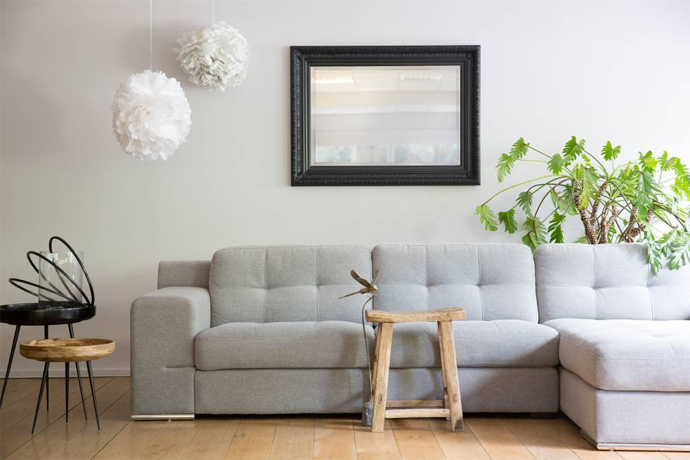 spiegel mit schwarzem holzrahmen. Black Bedroom Furniture Sets. Home Design Ideas