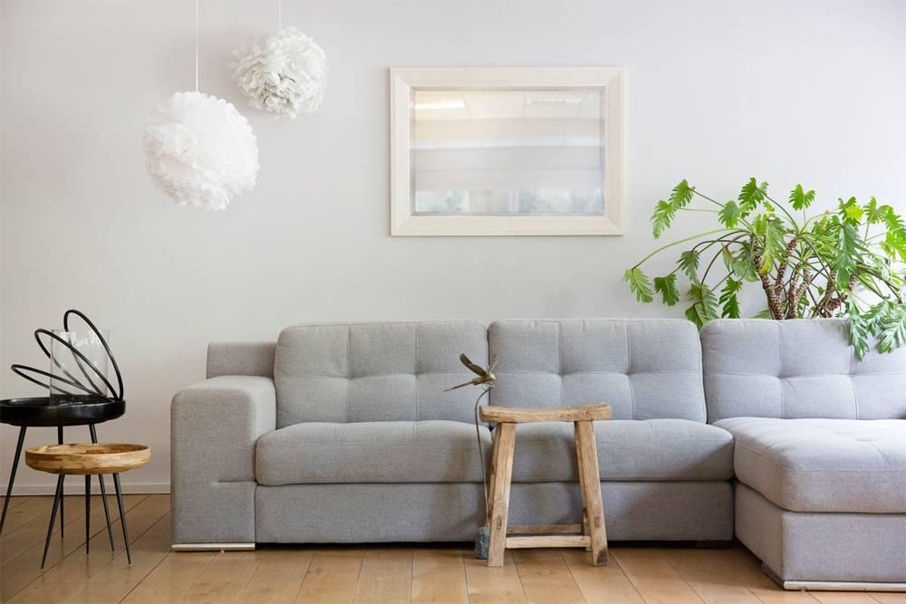 stimmungsvolle nantes spiegel mit wei em rahmen. Black Bedroom Furniture Sets. Home Design Ideas