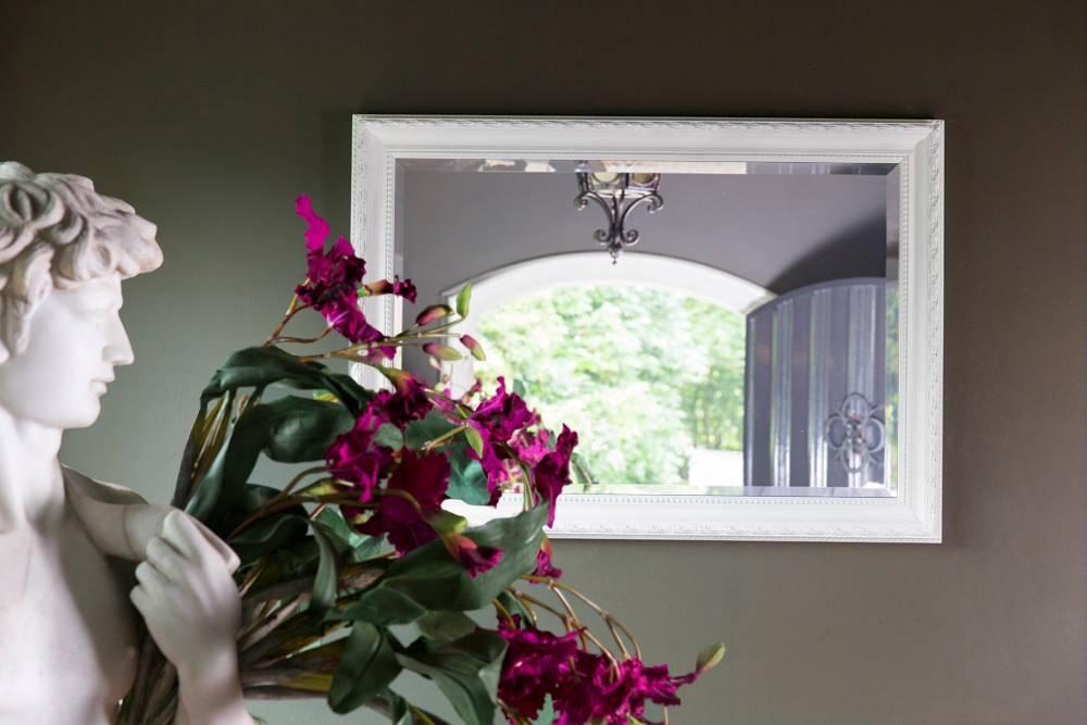 pizzo italienischer spiegel mit wei em rahmen. Black Bedroom Furniture Sets. Home Design Ideas