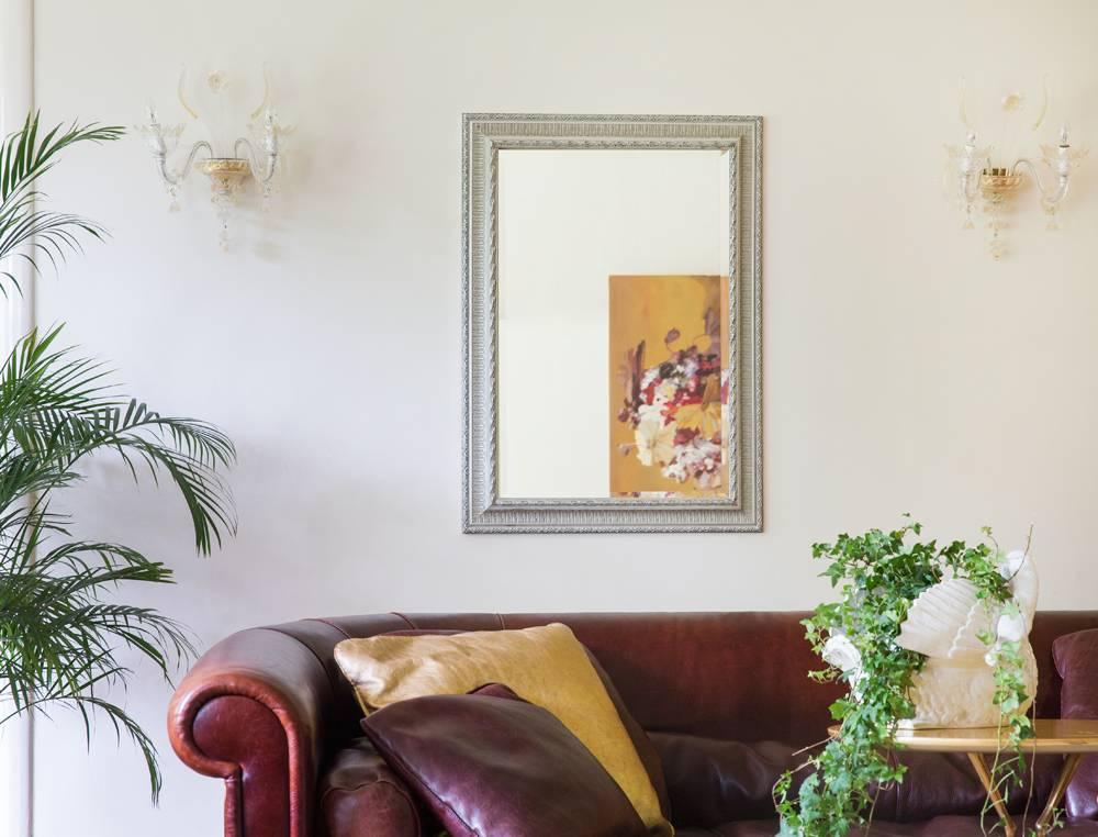 Spiegel mit silbernem Barock-Rahmen mit