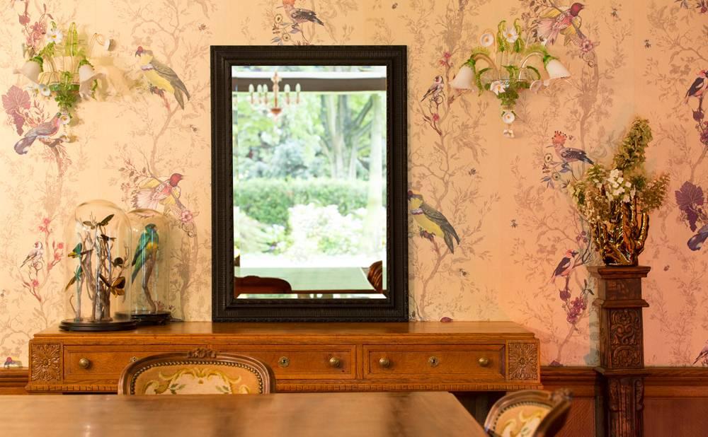 Spiegel mit schwarzem Barock-Rahmen