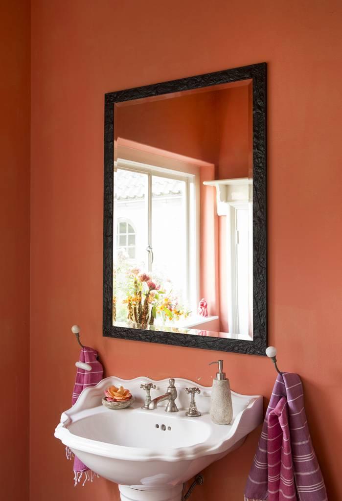 metz sch ner spiegel mit schwarzem rahmen. Black Bedroom Furniture Sets. Home Design Ideas