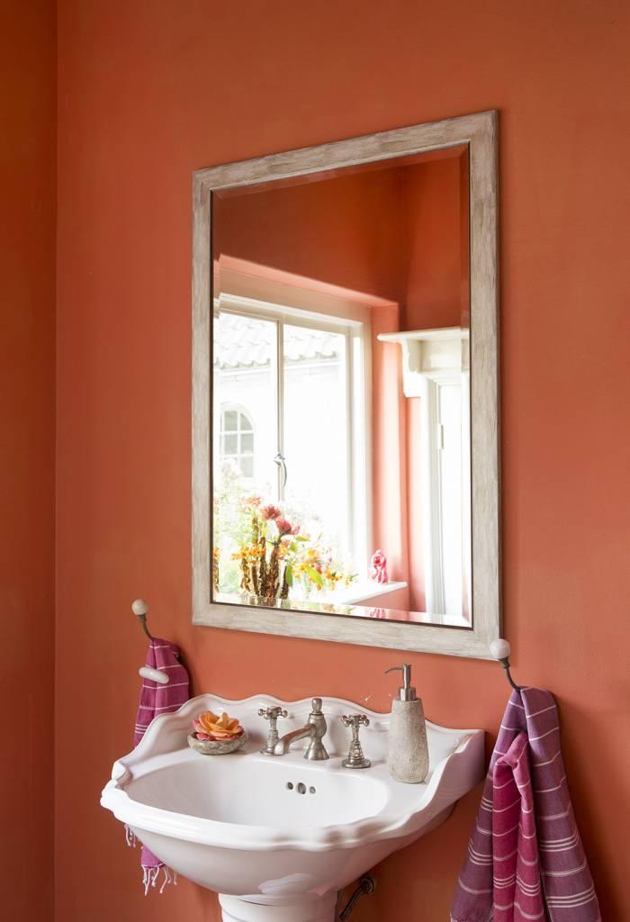 Spiegel Schräg Aufhängen rimini spiegel mit rahmen grau mit silber kunstspiegel de