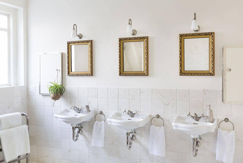 spiegel mit goldenem barock rahmen. Black Bedroom Furniture Sets. Home Design Ideas